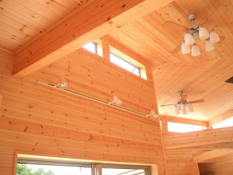 薪ストーブのあるユニークな平屋のハイサイドライト|石岡市の注文住宅,ログハウスのような低価格住宅を建てるならエイ・ワン