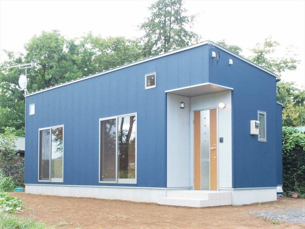 ブルーサイディングの平屋の外観|牛久市の注文住宅,ログハウスのような低価格住宅を建てるならエイ・ワン