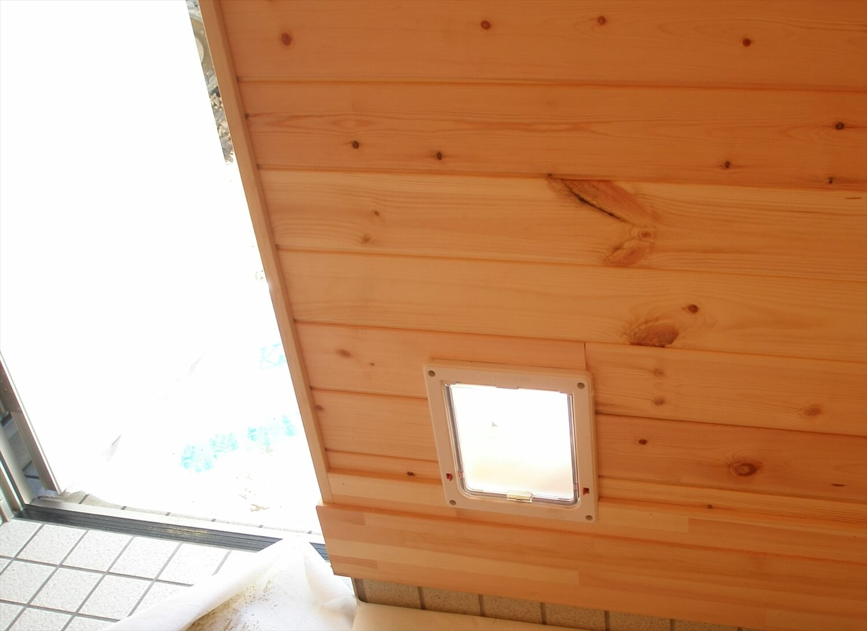 平屋の屋内ペットドア|上野原市の注文住宅,ログハウスのような低価格住宅を建てるならエイ・ワン