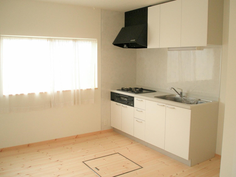 スクエアの二階建てのキッチン|匝瑳市の注文住宅,ログハウスのような低価格住宅を建てるならエイ・ワン