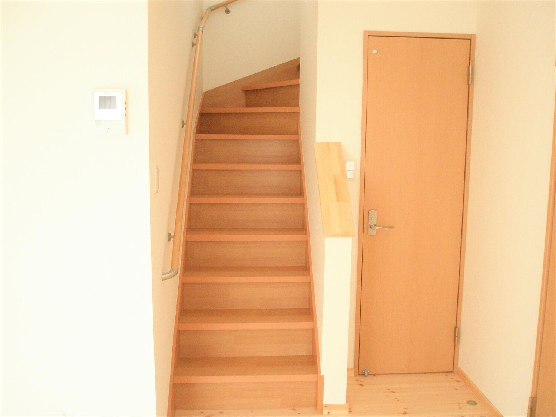 スクエアの二階建ての階段|匝瑳市の注文住宅,ログハウスのような低価格住宅を建てるならエイ・ワン