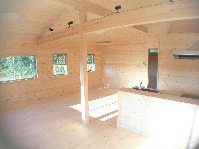 作業場のある平屋のリビング|石岡市の注文住宅,ログハウスのような低価格住宅を建てるならエイ・ワン