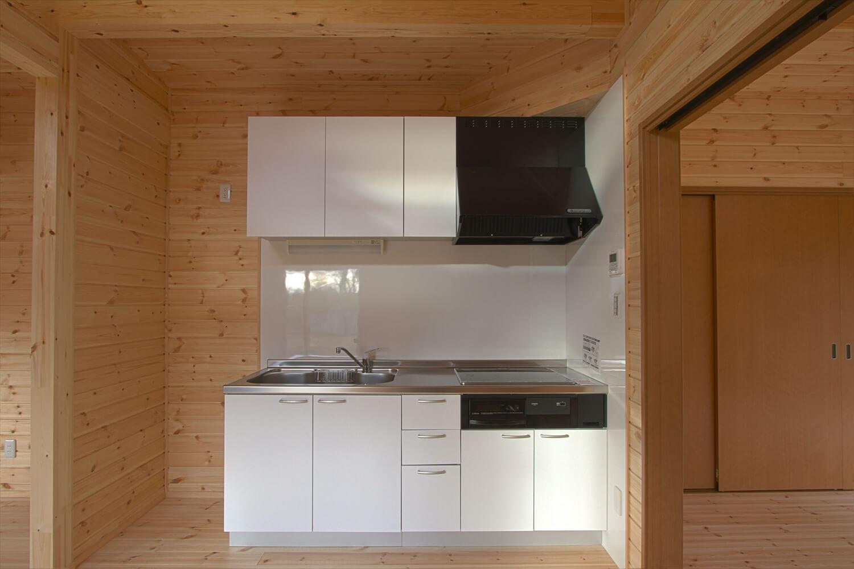 ログハウス風平屋のキッチン|つくばみらい市の注文住宅,ログハウスのような低価格住宅を建てるならエイ・ワン