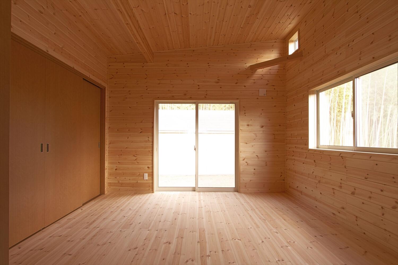 ログハウス風平屋の居室|つくばみらい市の注文住宅,ログハウスのような低価格住宅を建てるならエイ・ワン