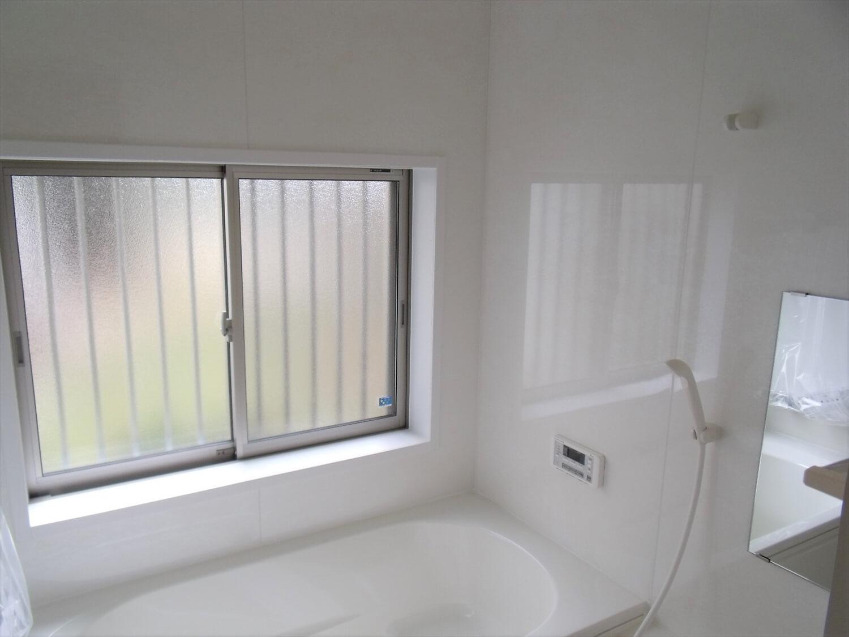 内装無垢材仕様の平屋のバスルーム|小美玉市の注文住宅,ログハウスのような低価格住宅を建てるならエイ・ワン