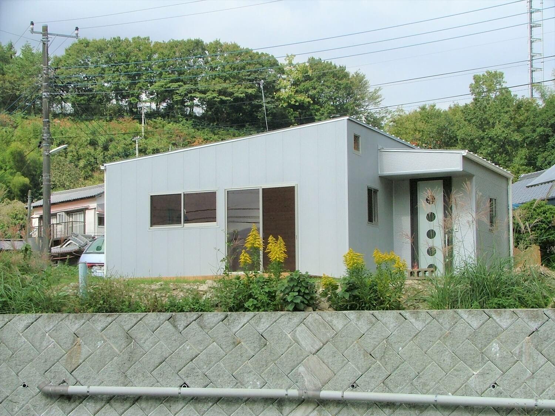 ウッドデッキ付き平屋の外観|伊豆市の注文住宅,ログハウスのような低価格住宅を建てるならエイ・ワン