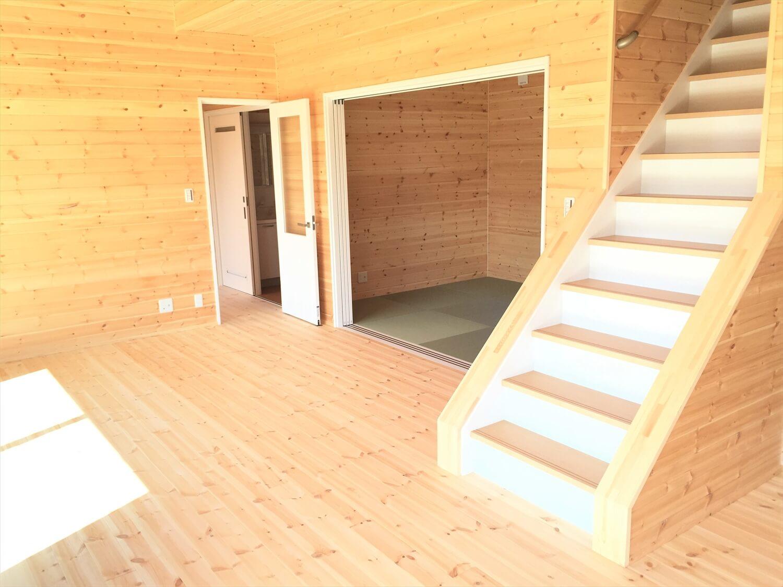 和室付き二階建ての階段|行方市の注文住宅,ログハウスのような低価格住宅を建てるならエイ・ワン