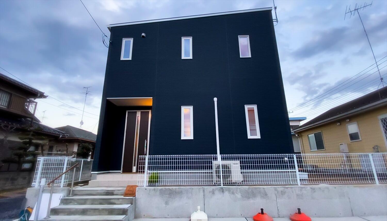 猫と暮らす二階建ての外観|土浦市の注文住宅,ログハウスのような木の家を低価格で建てるならエイ・ワン