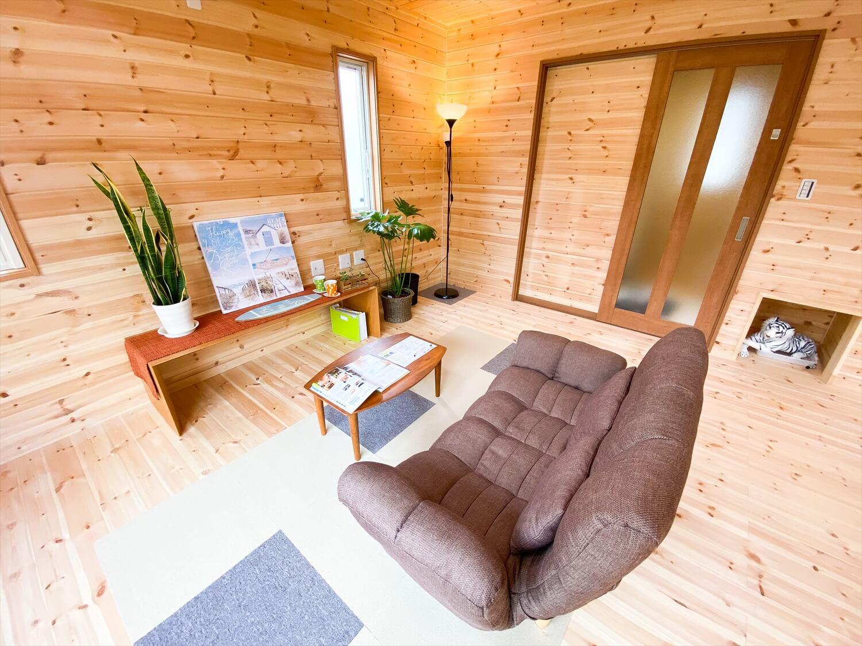 猫と暮らす二階建てのLDK|土浦市の注文住宅,ログハウスのような木の家を低価格で建てるならエイ・ワン