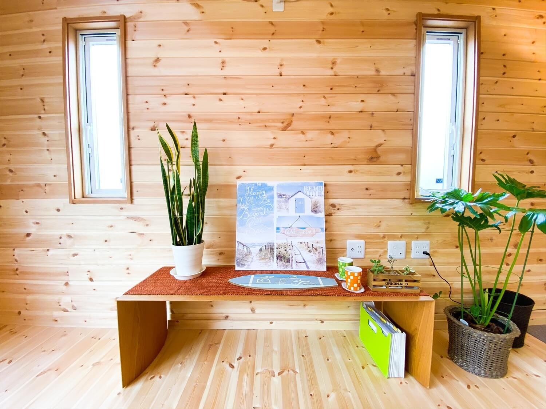 猫と暮らす二階建てのウインドキャッチ窓|土浦市の注文住宅,ログハウスのような木の家を低価格で建てるならエイ・ワン