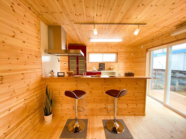 猫と暮らす二階建てのダイニング|土浦市の注文住宅,ログハウスのような木の家を低価格で建てるならエイ・ワン