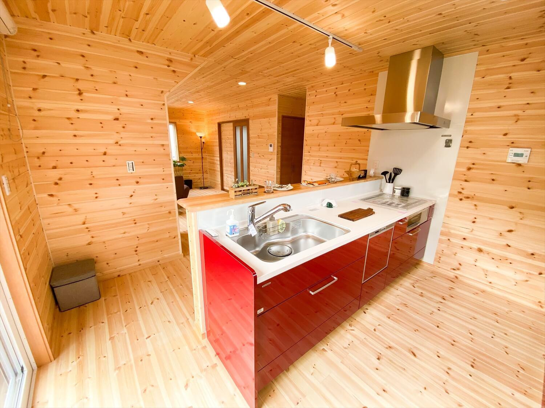 猫と暮らす二階建てのペニンシュラキッチン|土浦市の注文住宅,ログハウスのような木の家を低価格で建てるならエイ・ワン