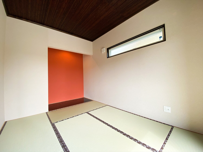 ブラックとホワイトの平屋の和室|鉾田市の注文住宅,ログハウスのような木の家を低価格で建てるならエイ・ワン