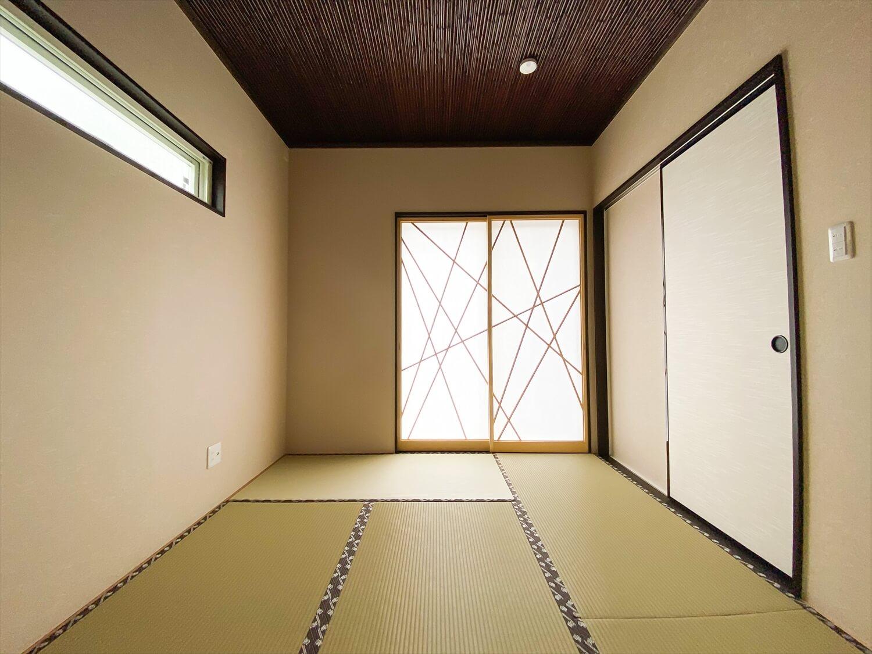 ブラックとホワイトの平屋のモダンな障子|鉾田市の注文住宅,ログハウスのような木の家を低価格で建てるならエイ・ワン