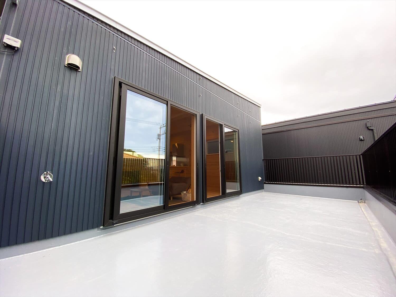 二階リビング住宅のルーフバルコニー|取手市の注文住宅,ログハウスのような木の家を低価格で建てるならエイ・ワン