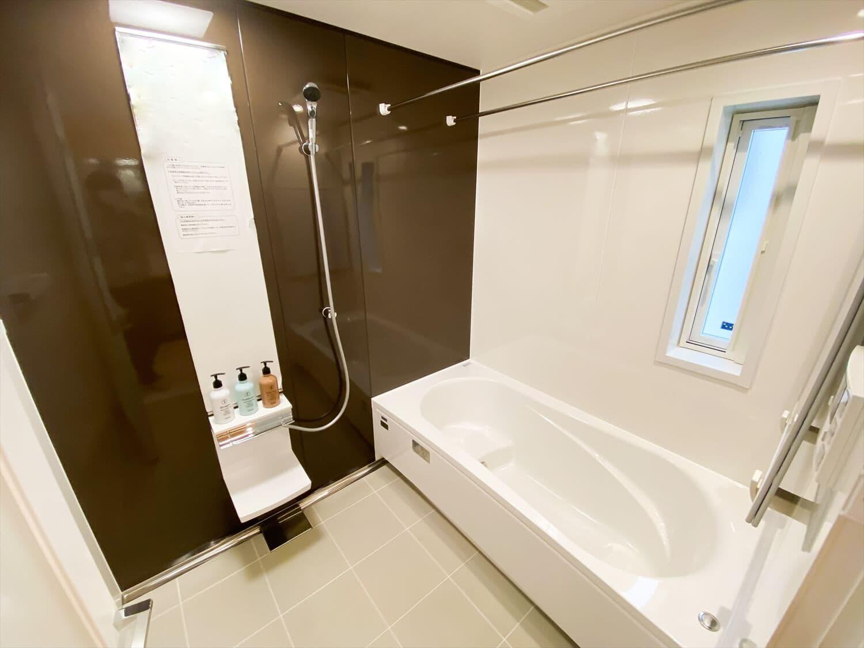 二階リビング住宅のバスルーム|取手市の注文住宅,ログハウスのような木の家を低価格で建てるならエイ・ワン