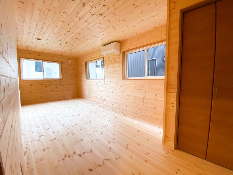 二階リビング住宅の子供部屋|取手市の注文住宅,ログハウスのような木の家を低価格で建てるならエイ・ワン