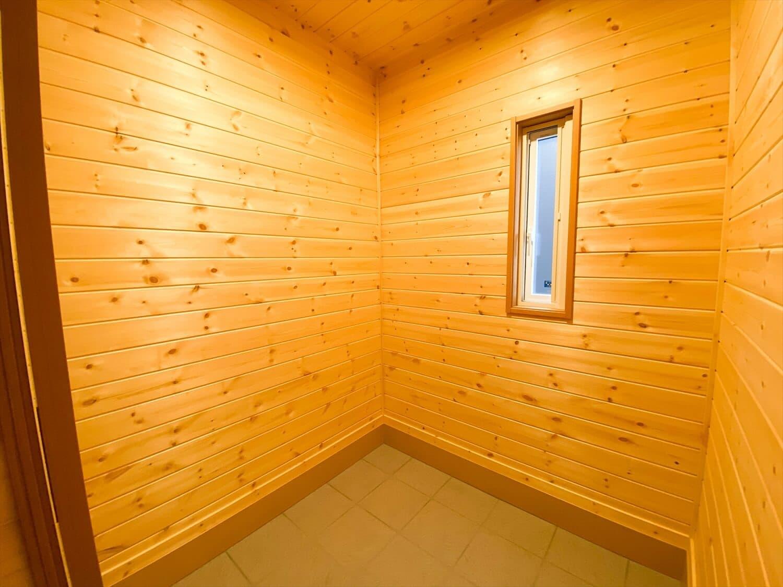 二階リビング住宅の土間収納|取手市の注文住宅,ログハウスのような木の家を低価格で建てるならエイ・ワン