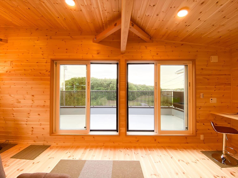 二階リビング住宅の開口部|取手市の注文住宅,ログハウスのような木の家を低価格で建てるならエイ・ワン
