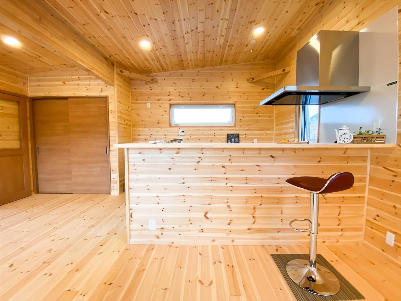 二階リビング住宅のキッチンカウンター|取手市の注文住宅,ログハウスのような木の家を低価格で建てるならエイ・ワン