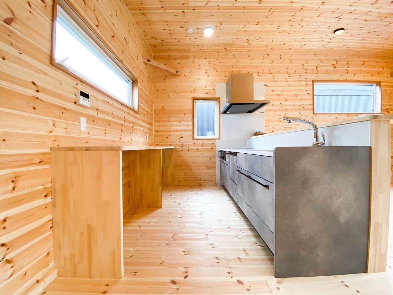 二階リビング住宅のキッチンスペース|取手市の注文住宅,ログハウスのような木の家を低価格で建てるならエイ・ワン