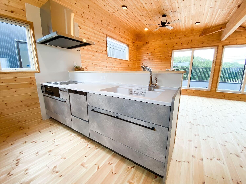 二階リビング住宅のキッチン|取手市の注文住宅,ログハウスのような木の家を低価格で建てるならエイ・ワン