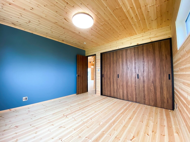 趣味を楽しむ平屋の居室|古河市の注文住宅,ログハウスのような木の家を低価格で建てるならエイ・ワン