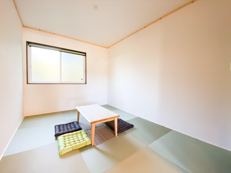 腰壁がユニークな平屋の和室|水戸市の注文住宅,ログハウスのような木の家を低価格で建てるならエイ・ワン