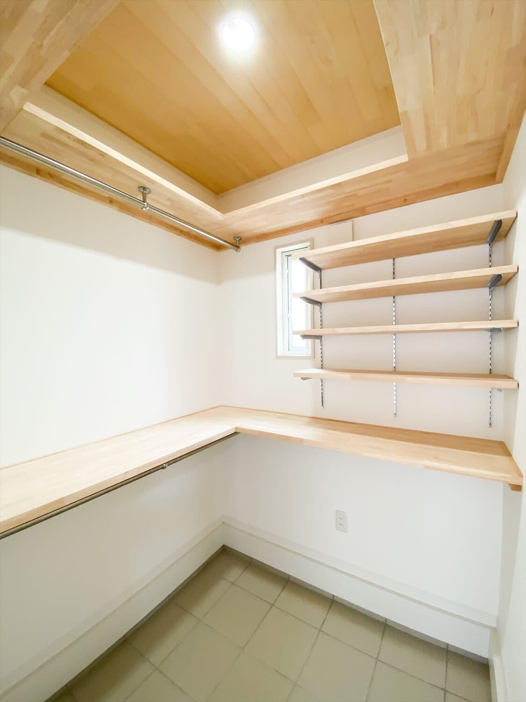 ヒバ無垢材を使った二階建ての土間収納|行方市の注文住宅,ログハウスのような木の家を低価格で建てるならエイ・ワン