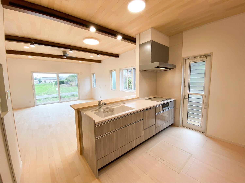 ヒバ無垢材を使った二階建てのLDK|行方市の注文住宅,ログハウスのような木の家を低価格で建てるならエイ・ワン