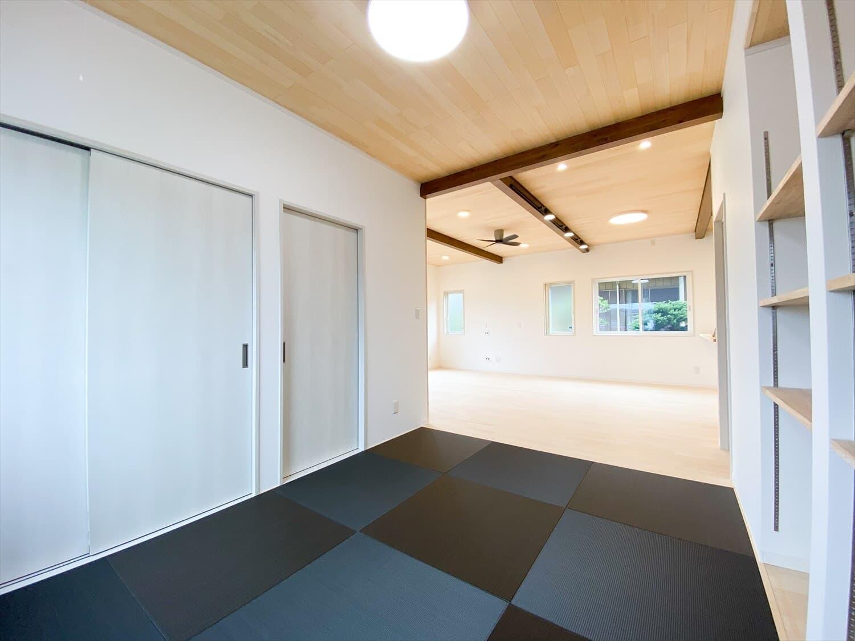 ヒバ無垢材を使った二階建ての畳スペース|行方市の注文住宅,ログハウスのような木の家を低価格で建てるならエイ・ワン