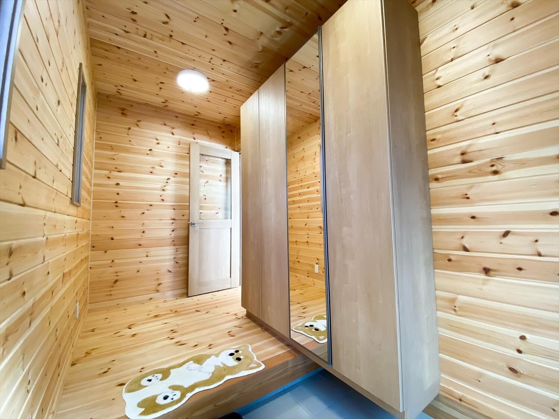 家事導線を考慮した平屋の玄関ホール|笠間市の注文住宅,ログハウスのような木の家を低価格で建てるならエイ・ワン