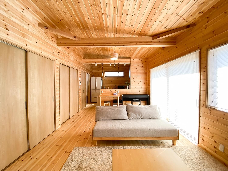 家事導線を考慮した平屋のリビング3|笠間市の注文住宅,ログハウスのような木の家を低価格で建てるならエイ・ワン