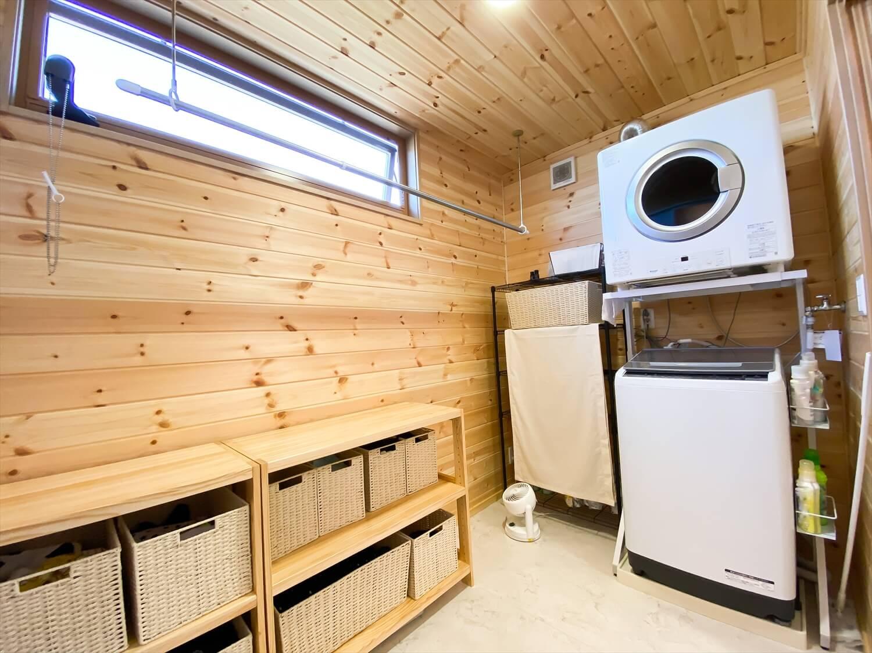 家事導線を考慮した平屋のランドリースペース|笠間市の注文住宅,ログハウスのような木の家を低価格で建てるならエイ・ワン