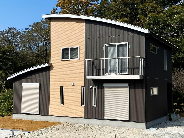 共有型二世帯住宅の二階建ての外観|行方市の注文住宅,ログハウスのような木の家を低価格で建てるならエイ・ワン