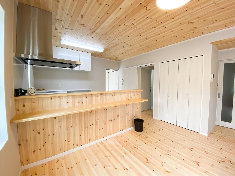 共有型二世帯住宅の二階建てのキッチンカウンター|行方市の注文住宅,ログハウスのような木の家を低価格で建てるならエイ・ワン