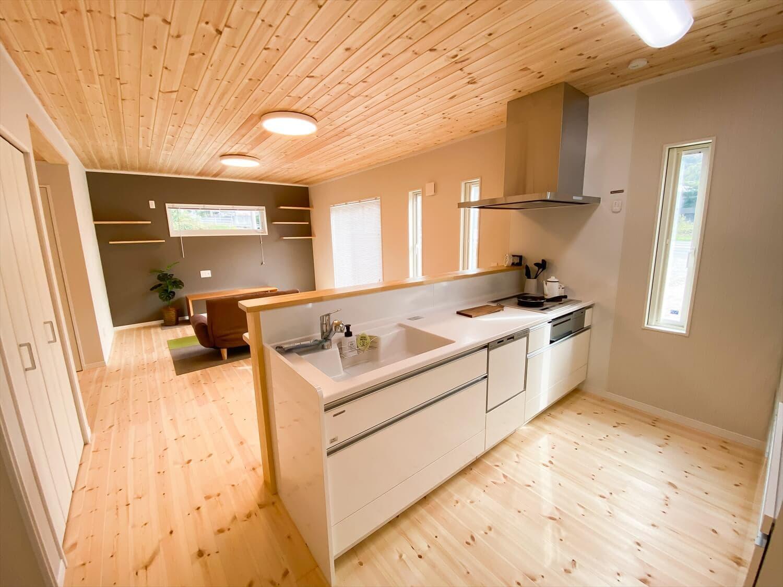 共有型二世帯住宅の二階建てのキッチン|行方市の注文住宅,ログハウスのような木の家を低価格で建てるならエイ・ワン