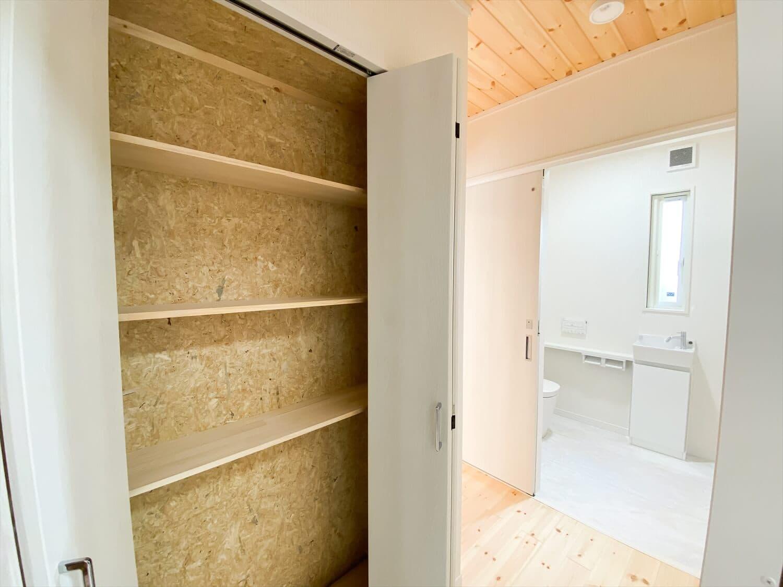 共有型二世帯住宅の二階建ての収納|行方市の注文住宅,ログハウスのような木の家を低価格で建てるならエイ・ワン
