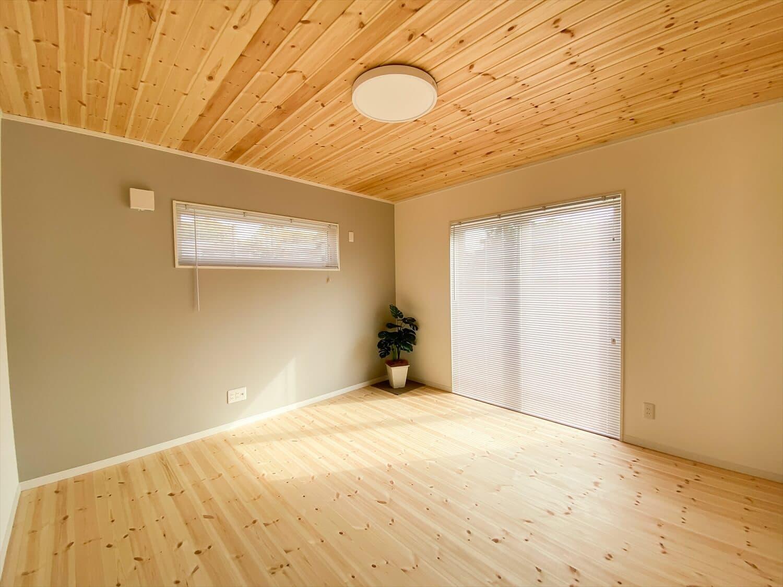 共有型二世帯住宅の二階建ての第二リビング|行方市の注文住宅,ログハウスのような木の家を低価格で建てるならエイ・ワン