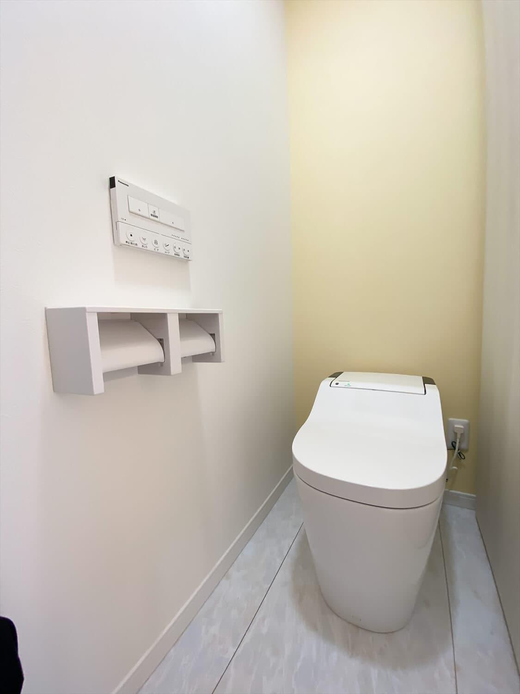 共有型二世帯住宅の二階建ての二階トイレ|行方市の注文住宅,ログハウスのような木の家を低価格で建てるならエイ・ワン