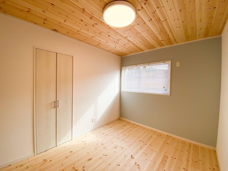 共有型二世帯住宅の二階建ての居室|行方市の注文住宅,ログハウスのような木の家を低価格で建てるならエイ・ワン