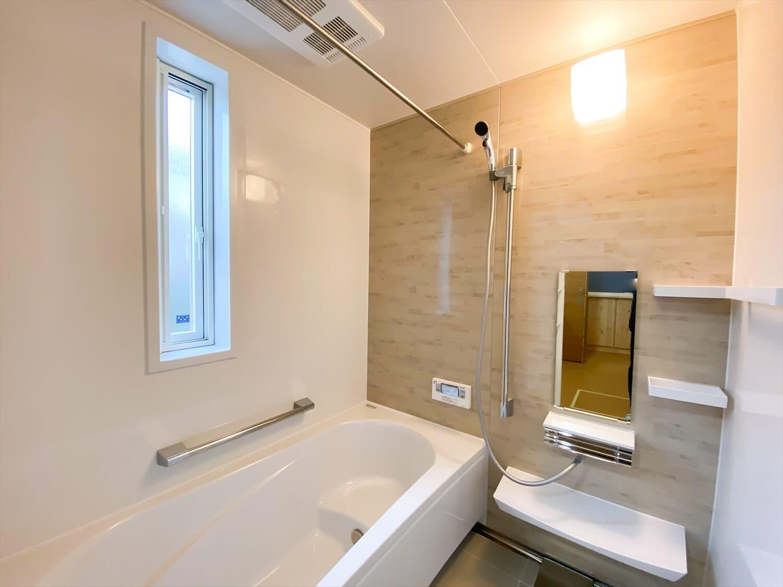 こだわりを詰め込んだ平屋のバスルーム|石岡市の注文住宅,ログハウスのような木の家を低価格で建てるならエイ・ワン
