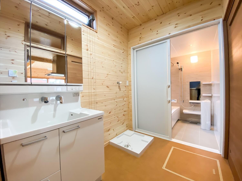 こだわりを詰め込んだ平屋の洗面脱衣所|石岡市の注文住宅,ログハウスのような木の家を低価格で建てるならエイ・ワン