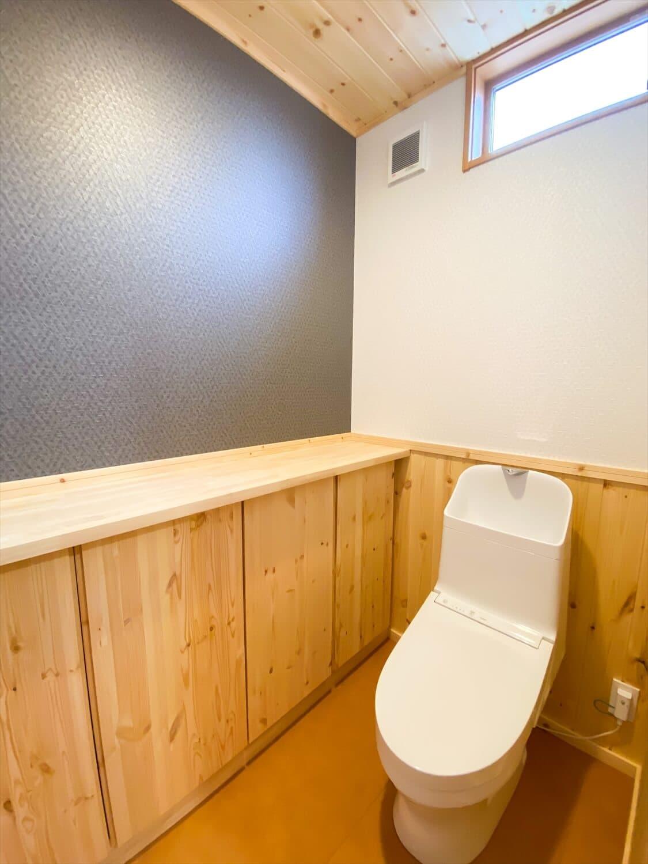 こだわりを詰め込んだ平屋のトイレ|石岡市の注文住宅,ログハウスのような木の家を低価格で建てるならエイ・ワン