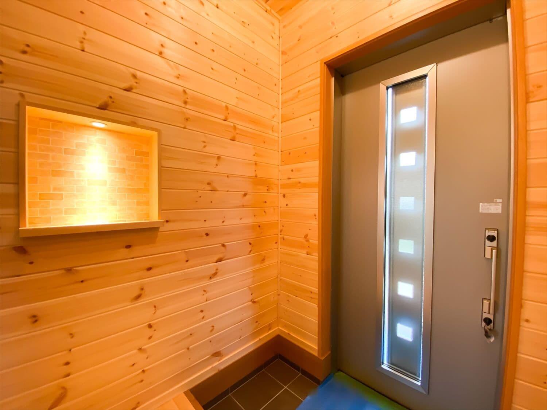 こだわりを詰め込んだ平屋の玄関|石岡市の注文住宅,ログハウスのような木の家を低価格で建てるならエイ・ワン