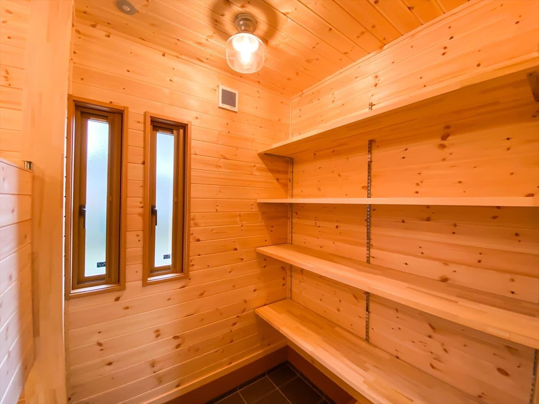 こだわりを詰め込んだ平屋の土間収納|石岡市の注文住宅,ログハウスのような木の家を低価格で建てるならエイ・ワン