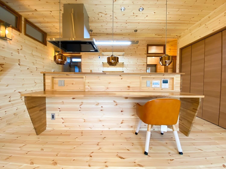 こだわりを詰め込んだ平屋のキッチンカウンター|石岡市の注文住宅,ログハウスのような木の家を低価格で建てるならエイ・ワン