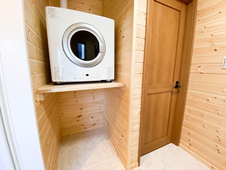 カリフォルニア風サーファーズハウスの平屋のガス乾燥機|つくばみらい市の注文住宅,ログハウスのような木の家を低価格で建てるならエイ・ワン