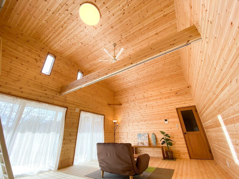 カリフォルニア風サーファーズハウスの平屋の天井|つくばみらい市の注文住宅,ログハウスのような木の家を低価格で建てるならエイ・ワン