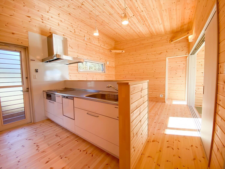 プライベートを尊重した平屋のキッチン 鉾田市の注文住宅,ログハウスのような木の家を低価格で建てるならエイ・ワン